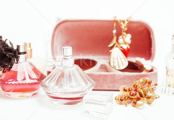 Biżuteria tabeli dziewczyna mały bałagan kosmetycznych Zdjęcia stock © iordani