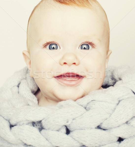 Peu cute rouge tête bébé écharpe Photo stock © iordani