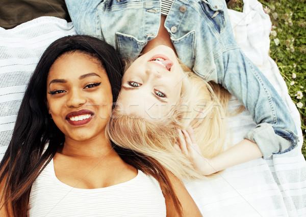 Dos jóvenes bastante adolescente ninas mejores amigos Foto stock © iordani