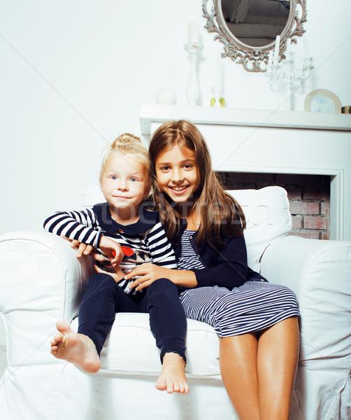 Due cute sorelle home interni giocare Foto d'archivio © iordani