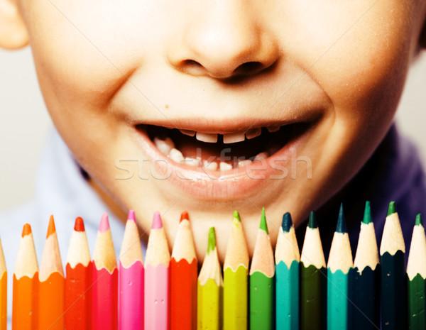 Foto d'archivio: Piccolo · cute · ragazzo · colore · matite