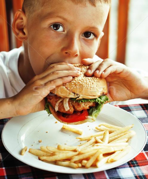 Pequeño cute nino año edad hamburguesa Foto stock © iordani