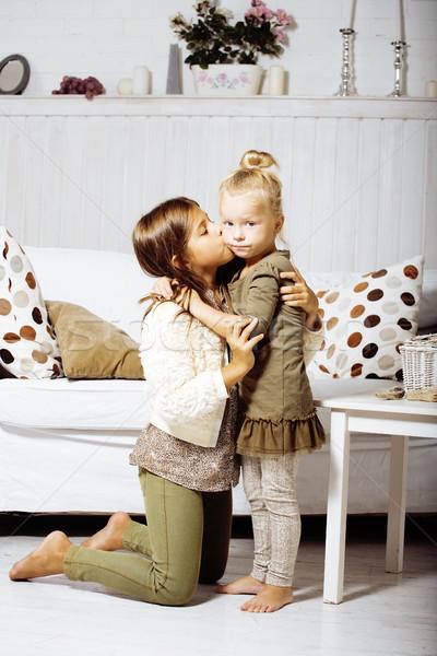 Deux cute soeurs maison jouer petite fille Photo stock © iordani