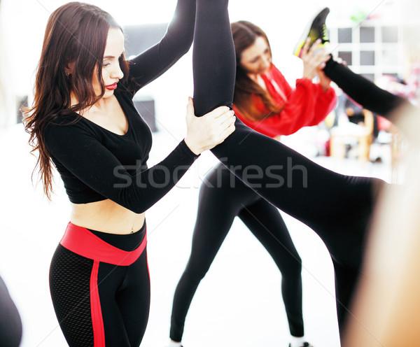 Mulheres esportes ginásio saúde estilo de vida pessoas felizes Foto stock © iordani
