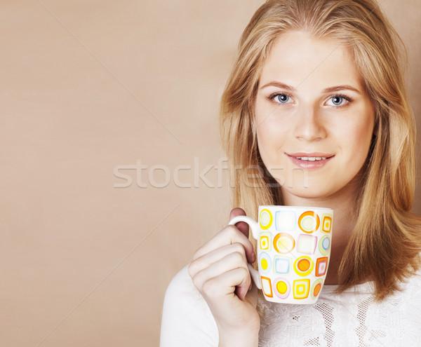 Jonge cute blond meisje drinken koffie Stockfoto © iordani