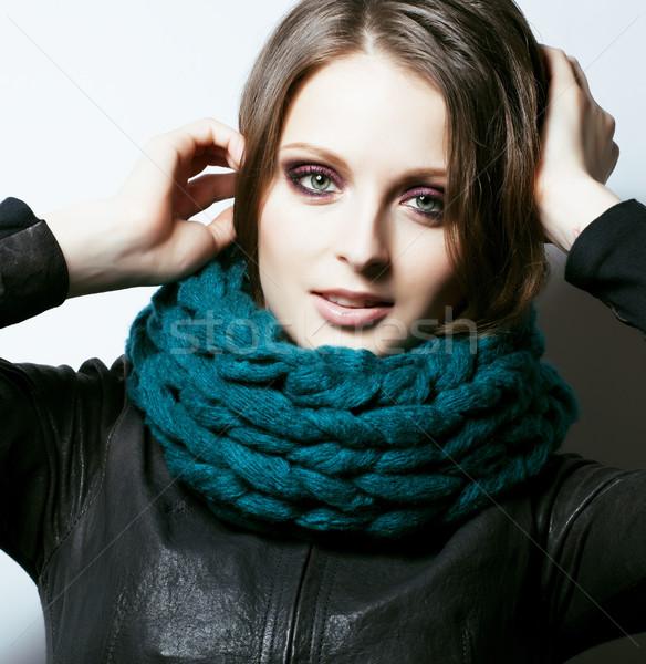 Młodych dość real kobieta sweter szalik Zdjęcia stock © iordani
