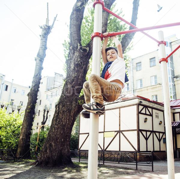 Mały cute blond chłopca wiszący boisko Zdjęcia stock © iordani