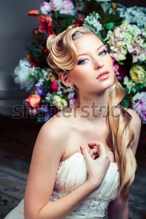 Güzellik genç gelin tek başına lüks bağbozumu Stok fotoğraf © iordani