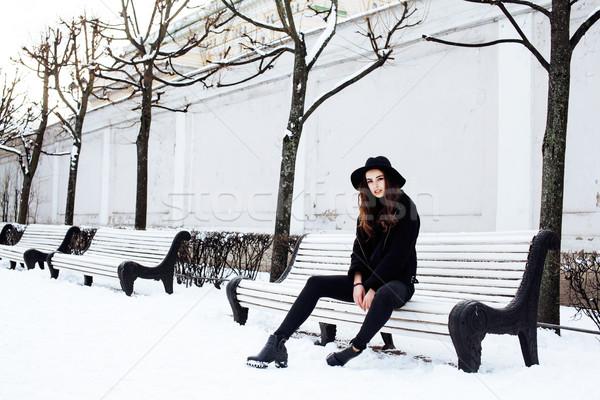 Młodych dość nowoczesne dziewczyna czeka Zdjęcia stock © iordani