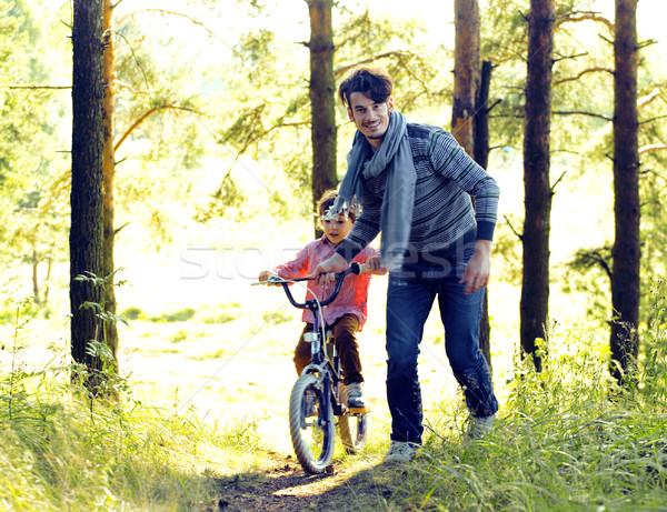 Padre apprendimento figlio bicicletta fuori effettivo Foto d'archivio © iordani