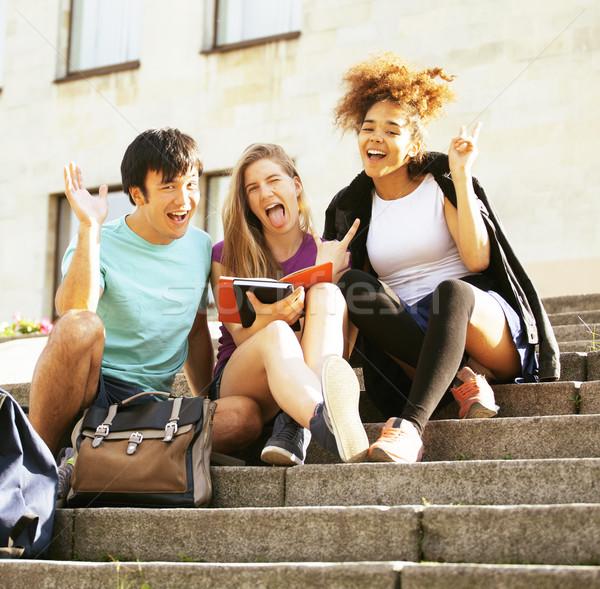 Portret internationale groep studenten glimlachend Stockfoto © iordani