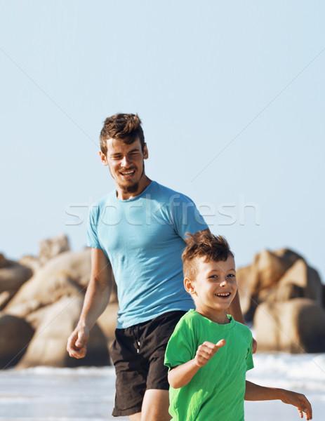 Famiglia felice spiaggia giocare figlio di padre piedi mare Foto d'archivio © iordani