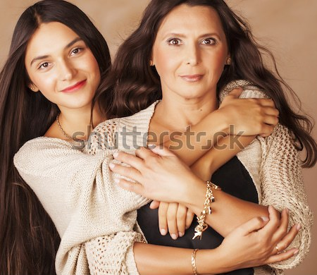 Rijpe vrouw zusters tweelingen home interieur lifestyle Stockfoto © iordani