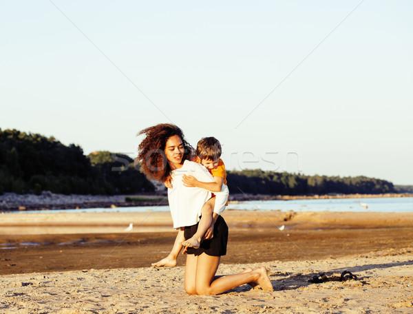 Csinos sokoldalú nemzet kor barátok tenger Stock fotó © iordani