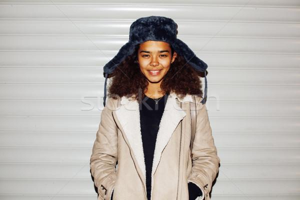 Fiatal csinos afroamerikai lány tini kívül Stock fotó © iordani