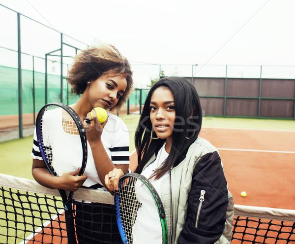 Fiatal csinos barátnők akasztás teniszpálya divat Stock fotó © iordani