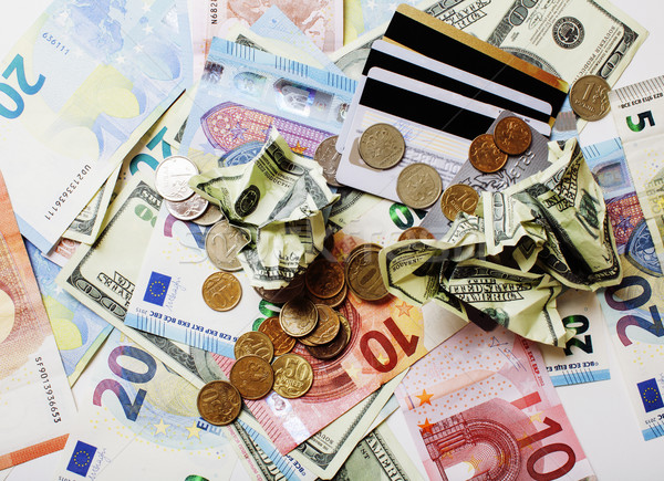Numerar tabel izolat dolari euro spart Imagine de stoc © iordani
