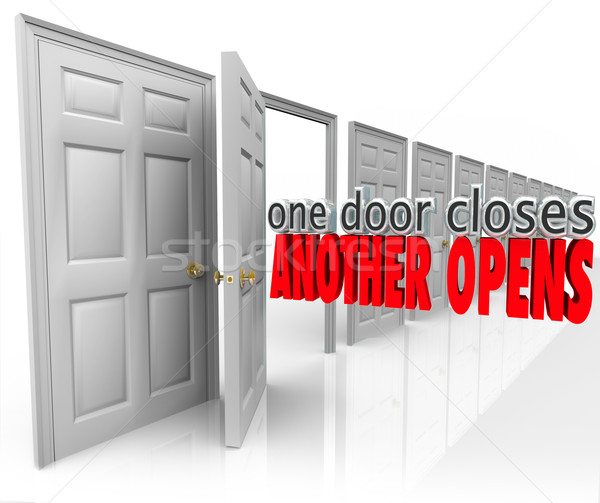 Jeden drzwi inny nowego okazja sukces Zdjęcia stock © iqoncept