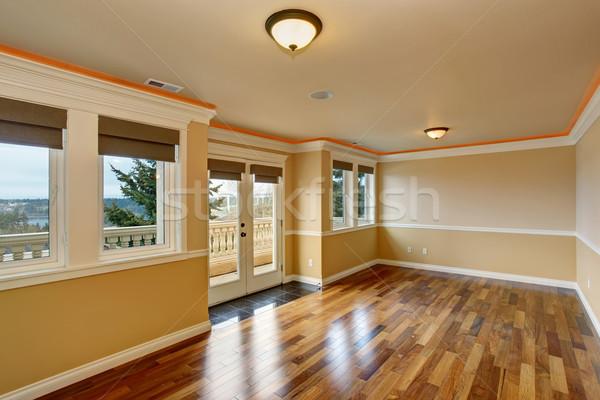 Nieumeblowany pokój Windows drewnianej podłogi domu budowy wnętrza Zdjęcia stock © iriana88w