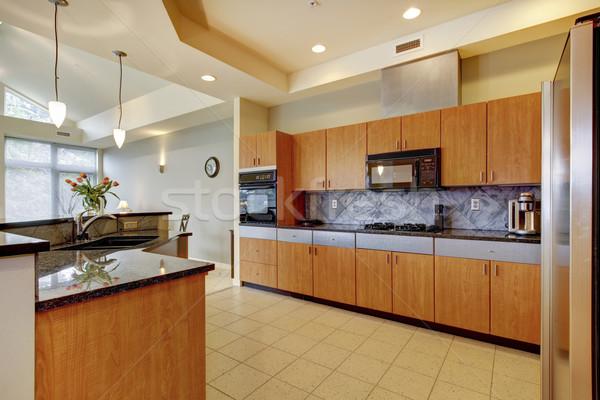 Nagy modern fa konyha nappali magas Stock fotó © iriana88w