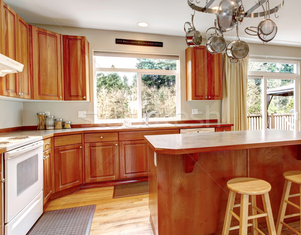 Klassiek groot hout keuken interieur ontbijt Stockfoto © iriana88w
