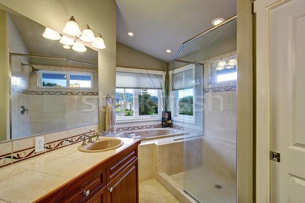 Nieuwe badkamer meester slaapkamer heldere groot Stockfoto © iriana88w