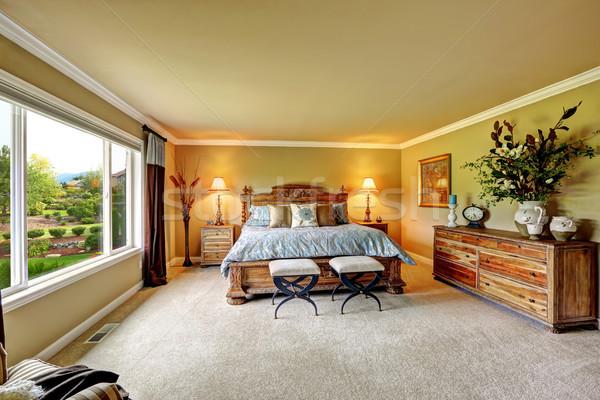 Luxo quarto madeira mobiliário conjunto espaçoso Foto stock © iriana88w