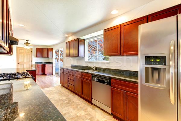 Nagy fényes konyha sötét cseresznye rozsdamentes Stock fotó © iriana88w