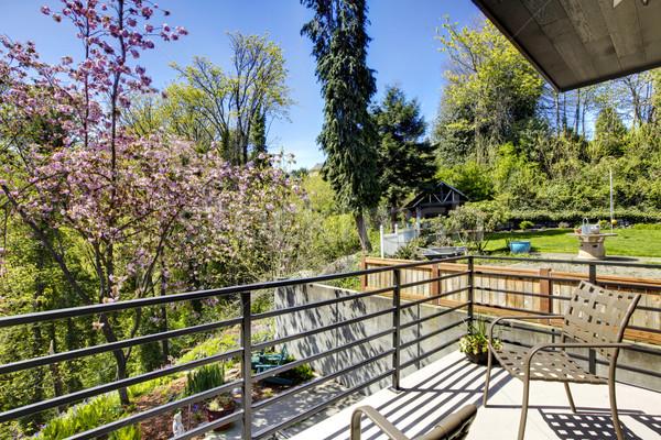 De volta ver varanda mobiliário grama edifício Foto stock © iriana88w