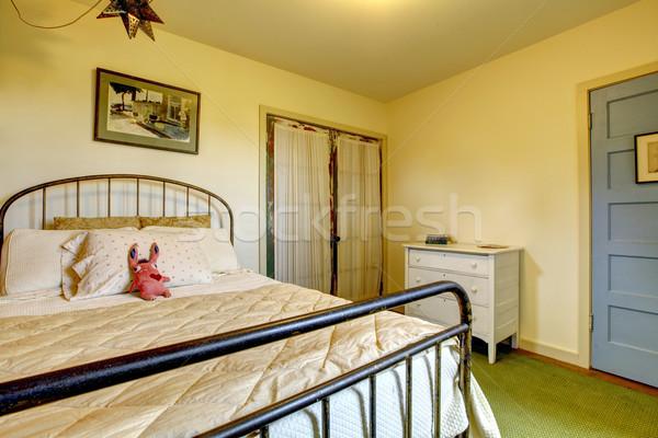 Land home slaapkamer ijzer bed oude Stockfoto © iriana88w