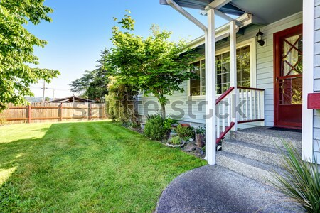 Ház külső nyitva vasaló kapu kocsifelhajtó garázs Stock fotó © iriana88w