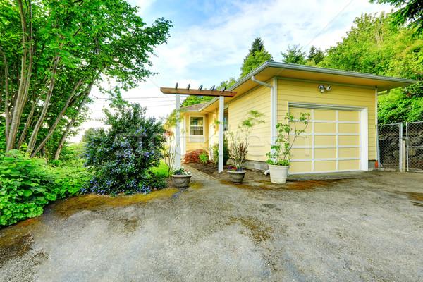 дом снаружи мнение гаража дорога желтый один Сток-фото © iriana88w
