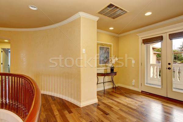 Nieumeblowany pokój drewnianej podłogi żółty domu wnętrza luksusowe Zdjęcia stock © iriana88w