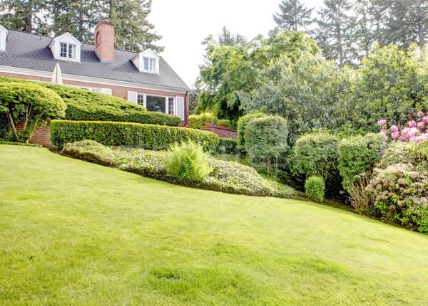 Baksteen Rood huis Engels tuin witte Stockfoto © iriana88w