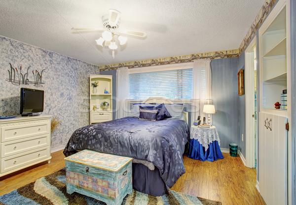 Elegante quarto madeira de lei pisos roxo casa Foto stock © iriana88w