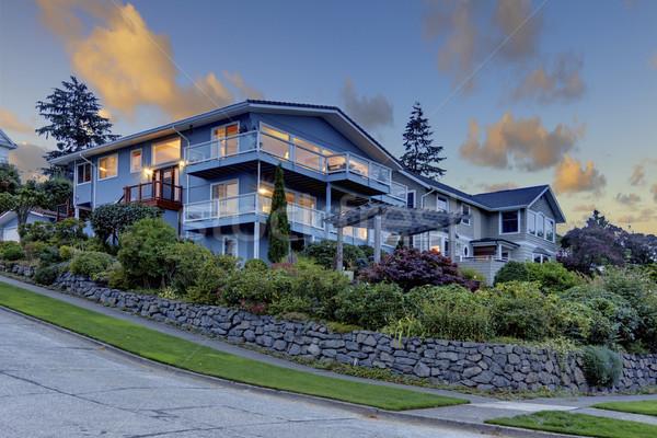 Nice front ogród niebieski domu piękna Zdjęcia stock © iriana88w