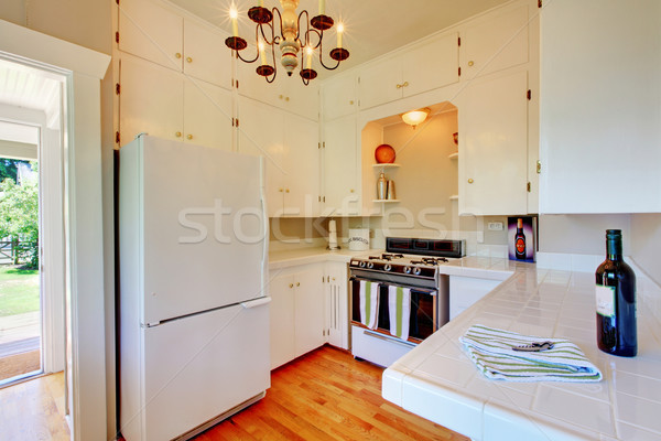 Fehér konyha keményfa padló nyitott ajtó ház fa Stock fotó © iriana88w
