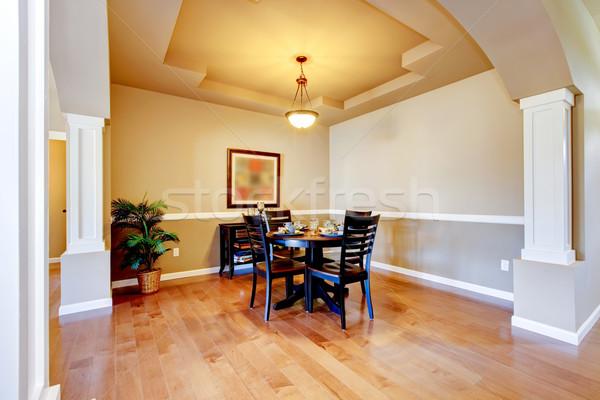 Nieuw huis eetkamer interieur hardhout vloeren tabel Stockfoto © iriana88w
