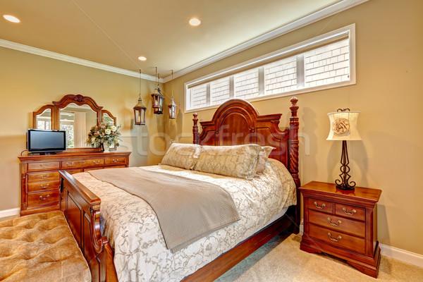 Lüks yatak odası ahşap mobilya ayarlamak yatak Stok fotoğraf © iriana88w