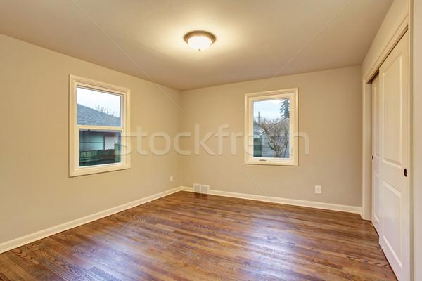 Eenvoudige slaapkamer Windows hardhout twee Stockfoto © iriana88w