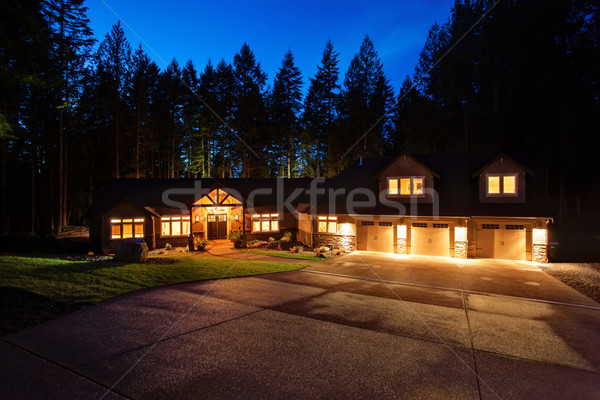 Gyönyörű ház kocsifelhajtó nagy garázs ablakok Stock fotó © iriana88w