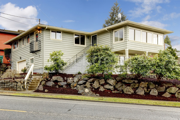Gris vert nouvellement deux niveau extérieur de la maison Photo stock © iriana88w