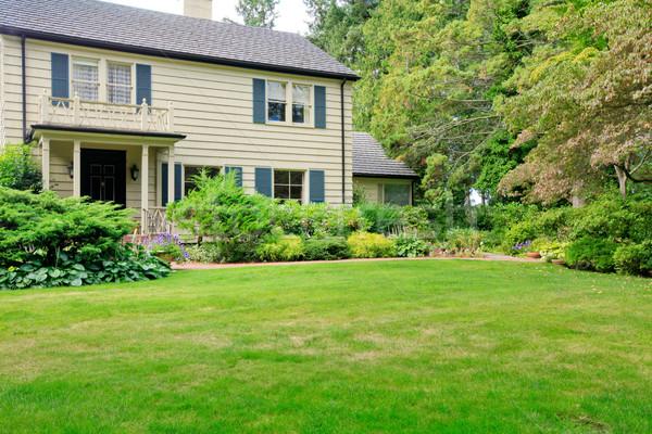 большой коричневый дом снаружи лет саду к северо-западу Сток-фото © iriana88w