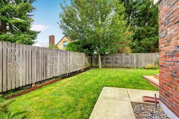 Udvar fából készült kerítés zöld gyep fa Stock fotó © iriana88w