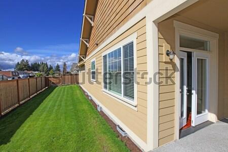 Yan kapı modern ev adımlar kuzeybatı Stok fotoğraf © iriana88w