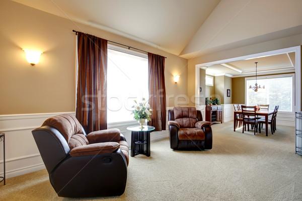 Confortável mesa de café preto marrom mistura cortinas Foto stock © iriana88w