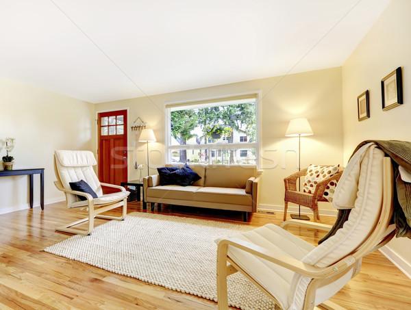 Salon czerwony drzwi liściastego drewnianej podłogi beżowy Zdjęcia stock © iriana88w
