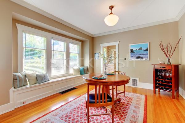 Elegante sala de jantar janela banco cereja piso de madeira Foto stock © iriana88w