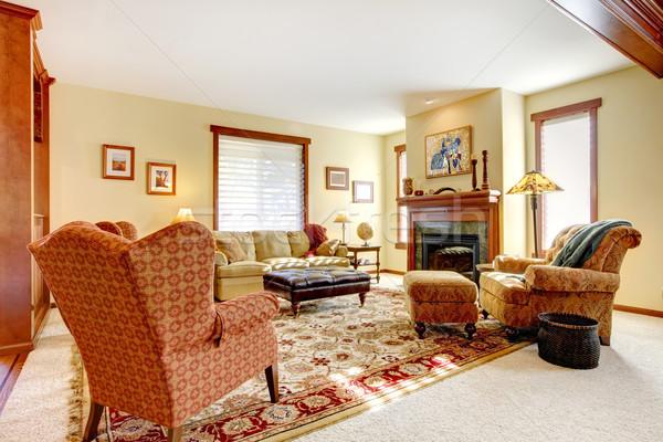 Grande luxo sala de estar lareira amarelo paredes Foto stock © iriana88w