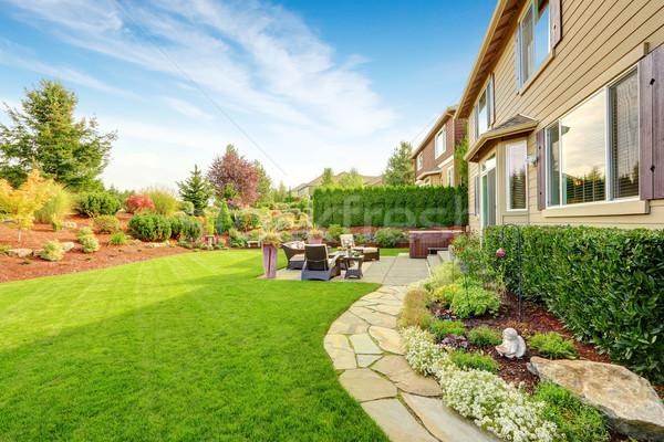 Luxus ház külső lenyűgöző udvar kerttervezés kényelmes Stock fotó © iriana88w